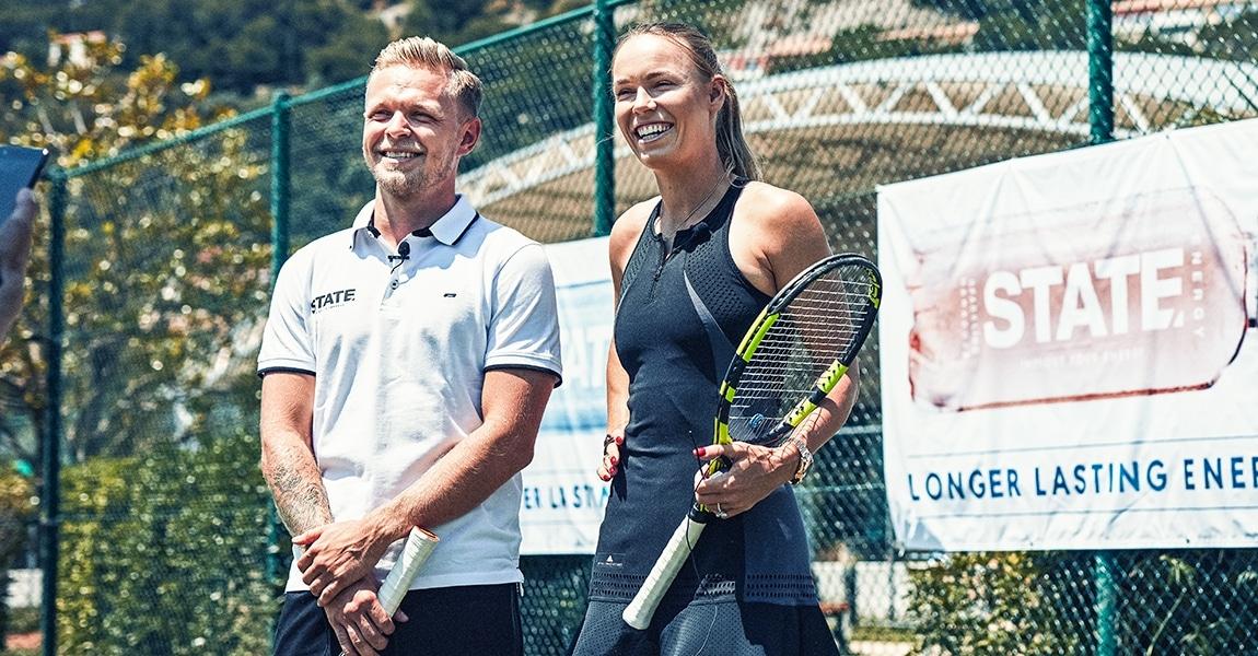Kevin Magnussen spiller tennis mod Caroline Wozniacki STATE